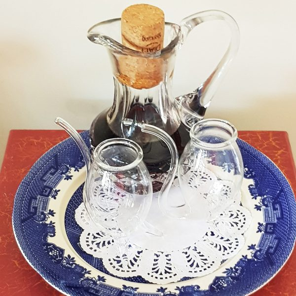 port with 2 glasses on a blue plate